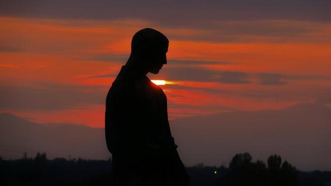 Mann im Abendlicht