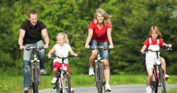 Familie auf einer Radtour
